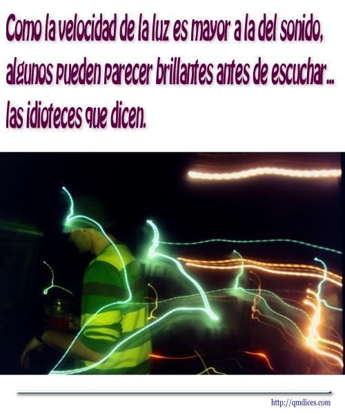Como la velocidad de la luz es mayor a la del sonido